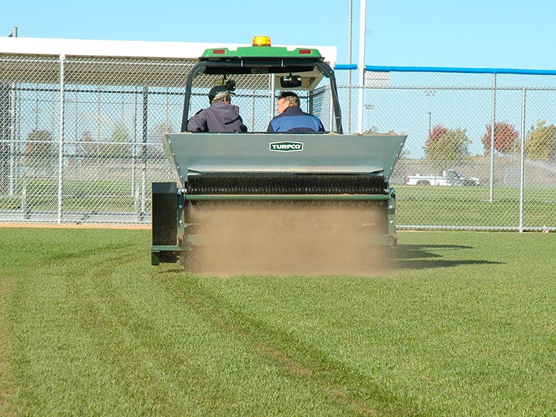 Designed to handle any topdressing program